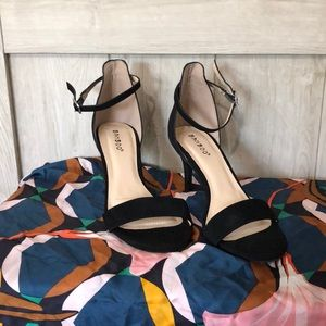 Thing Strap Black Sandal Heels